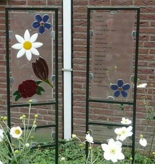 Kunst Verbindt. Iov dementiecoöperatie Oisterwijk maakte Josette Meeuwis samen met kunstenaar Karin van den Heuvel vier kunstwerken