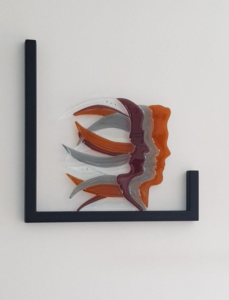 Als thuis, herinneringenmonument gemaakt door Josette Meeuwis, glaskunstenaar, techniek Fusen